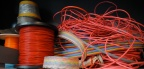 Bobines de cables rouges