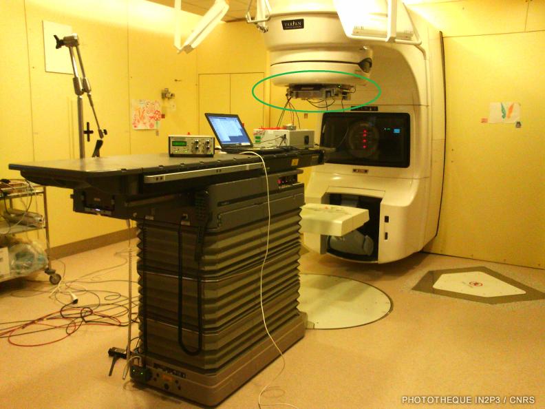 Protoype de TraDeRa en place sous un accélérateur du service de radiothérapie du CHU de Grenoble Michalon