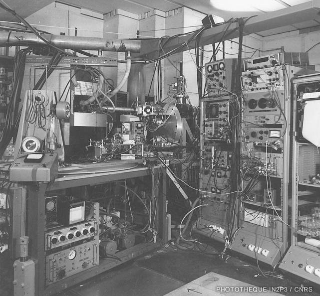 Cible polarisée devant le cyclotron de Saclay