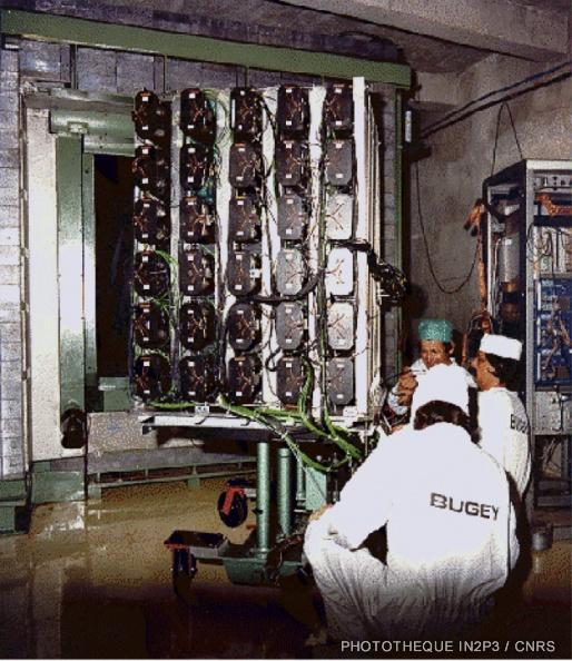 Installation du détecteur de neutrons au Bugey pour étudier l'oscillation des neutrinos
