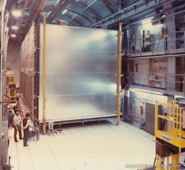 Dispositif expérimental pour mesurer la durée de vie du proton