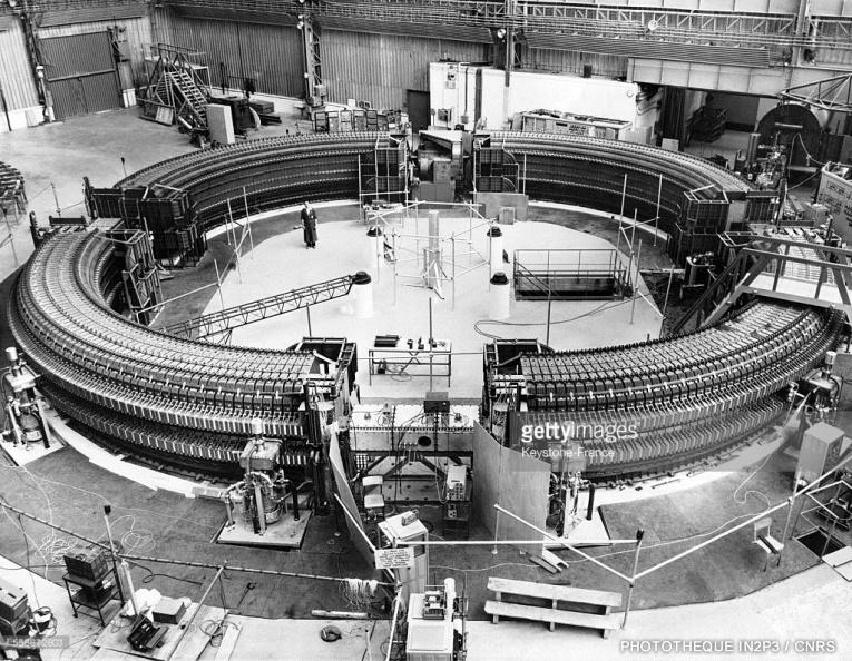 LPC Caen, Le développement (1960-1970). Le synchrotron SATURNE du CEA en 1958 (Ep = 3 GeV).