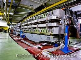 LPC Caen, Le développement (1960-1970). Le synchrotron à protons du CERN (Genève) en 1959 (Ep = 25 GeV).