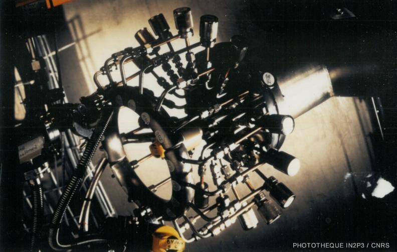 LPC Caen, La reconversion (1970-1980). Système de distribution pour l'alimentation en gaz des 18 chambres d'ionisation du multidétecteur DELF