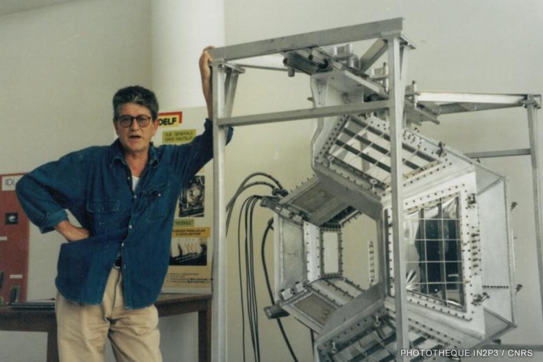LPC Caen, La reconversion (1970-1980). DELF : ensemble de détecteurs gazeux (plaques parallèles à localisation) et chambres d'ionisation identifiant les noyaux lourds (Z > 30). (J.-F. Lecolley)