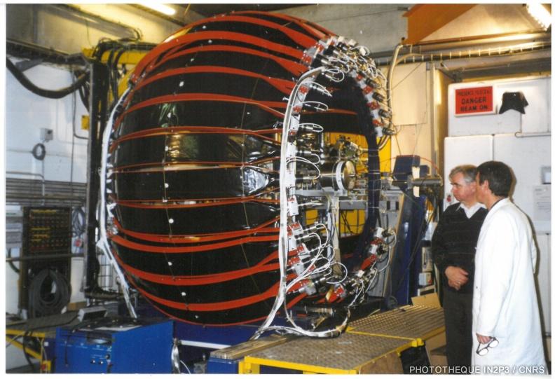 Le LPC Caen, La montée en puissance (1980-2000). Le multidétecteur TONNERRE utilisé pour mesurer les émissions retardées de neutrons émis dans la décroissance de noyaux riches en neutrons. (Collaboration avec IFIN Bucharest).