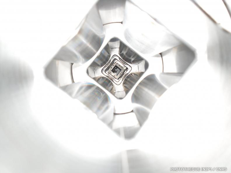 Le LPC Caen, Des réalisations récentes (2000-2020). Ligne de faisceau du projet GUINEVERE au SCK-CEN, à Mol en Belgique. Association d'un réacteur nucléaire et d'un accélérateur de particules dans le cadre du programme EUROTRANS.