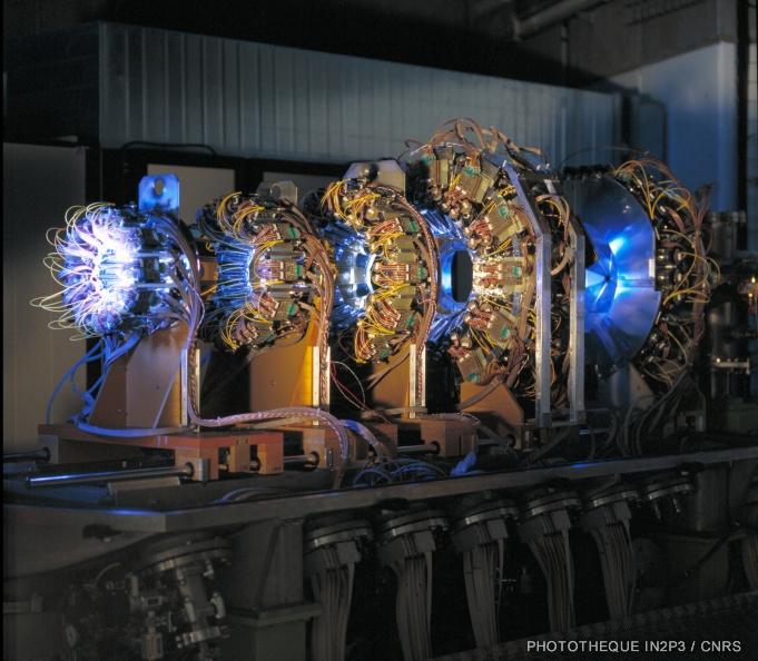 Multidétecteurs de particules chargées INDRA.