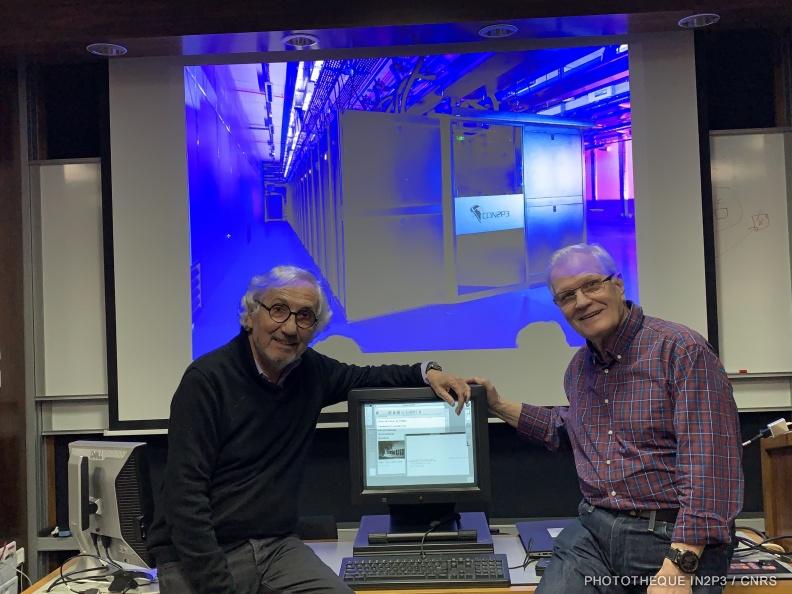 Wojciech Wojcik et Daniel Charnay devant le serveur NeXTcube2