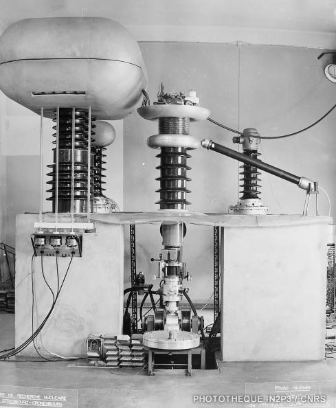 Accélérateur 300 kV de l'IRNS